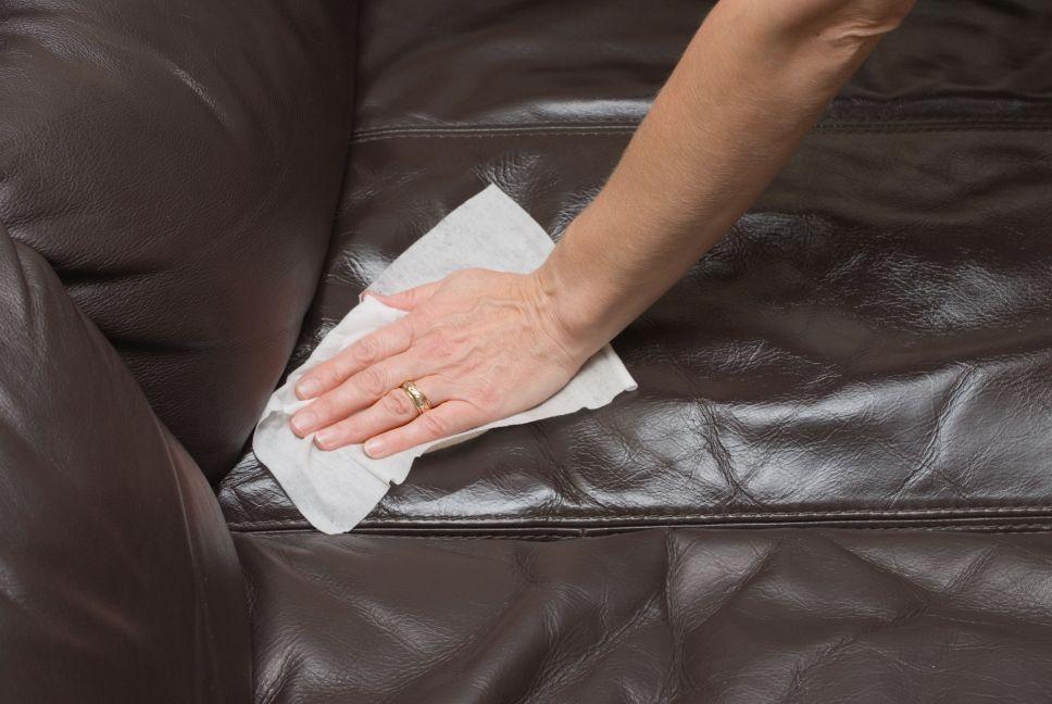 Comment nettoyer un canapé en cuir?