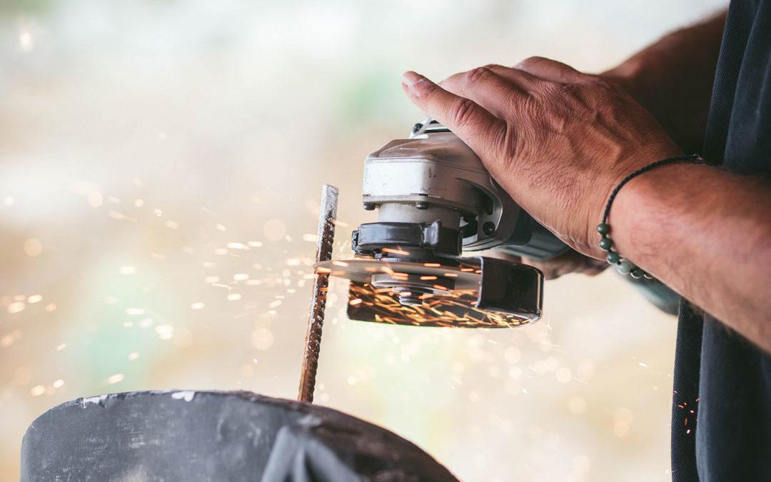 Comment couper du métal : techniques et outils