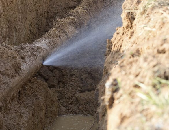 colmater une fuite d'eau sous pression