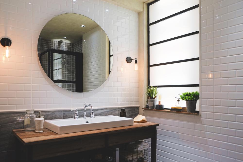 Quel meuble industriel choisir et poser dans sa salle de bain?