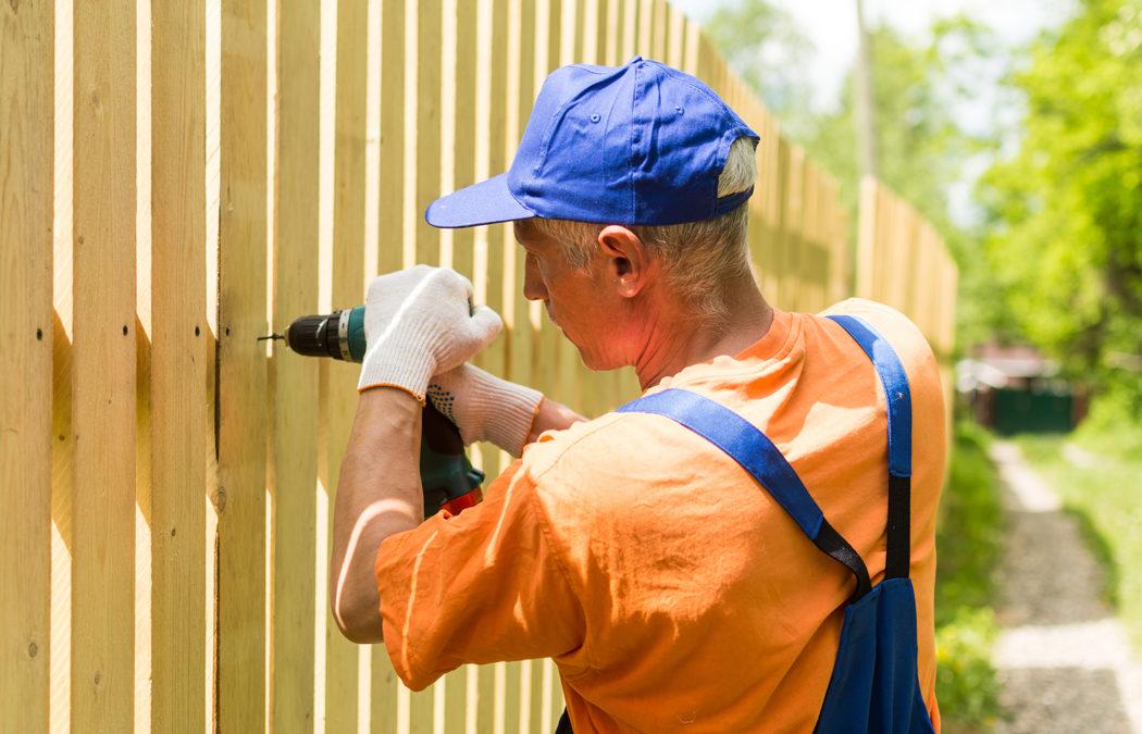 Comment poser une clôture bois chez soi?