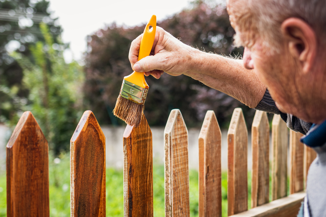 Comment poser une clôture bois chez soi ?