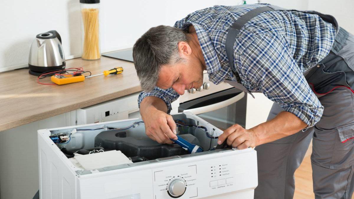 Pannes d'électroménagers : que faire pour éviter de jeter les appareils ?